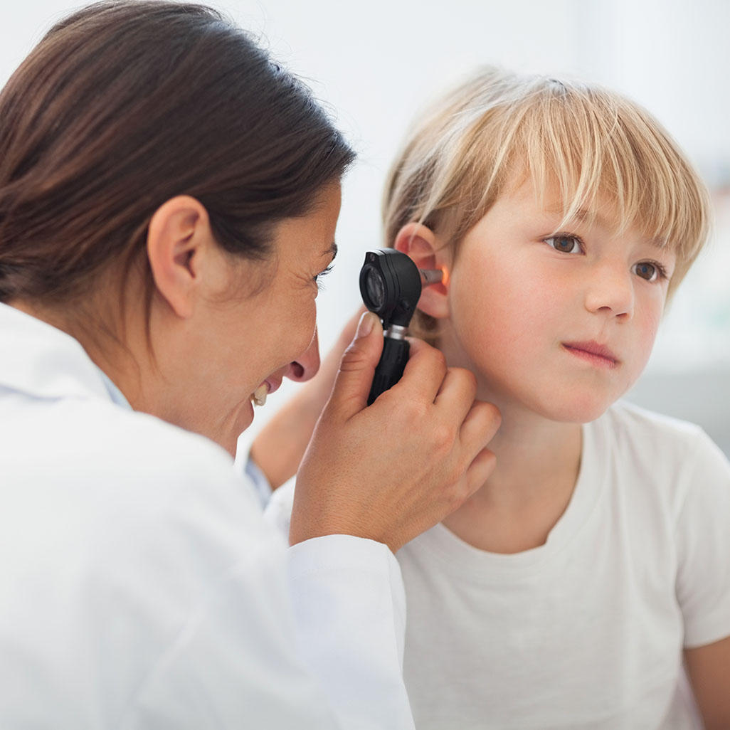 watchful waiting fro otitis media Antibiotics are indicated for severe cases, but for less severe cases, watchful waiting could be offered instead in joint decision-making with parents or caregivers, say pediatricians.